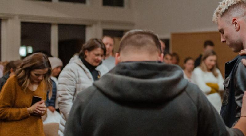 orar en grupo